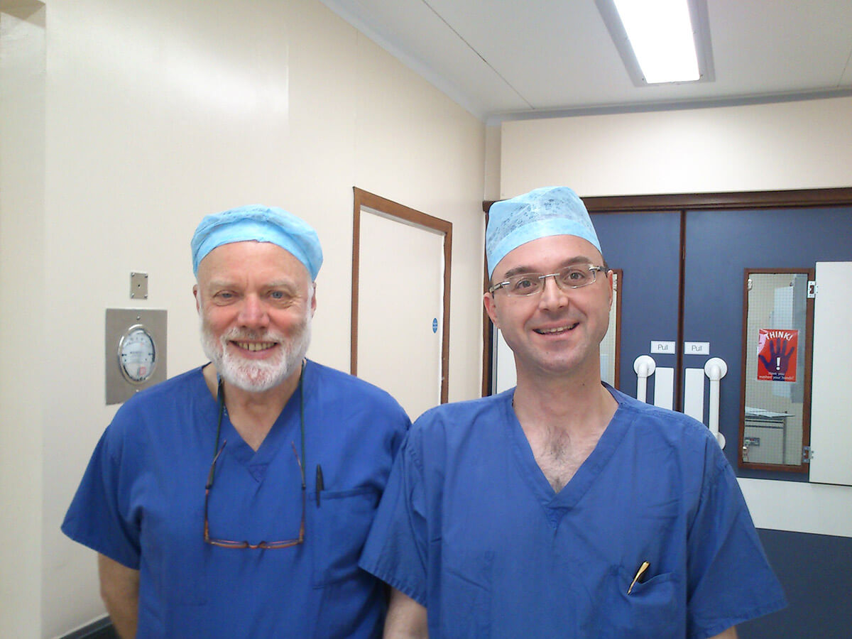 Mε τον Prof. Hutton, τ. Πρόεδρο του Βασιλικού Κολεγίου Αναισθησιολόγων της Μεγάλης Βρετανίας